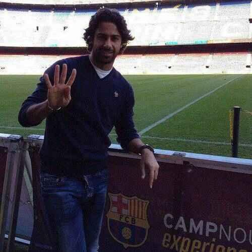 عکس یادگاری فرهاد مجیدی در ورزشگاه نیوکمپ بارسلونا