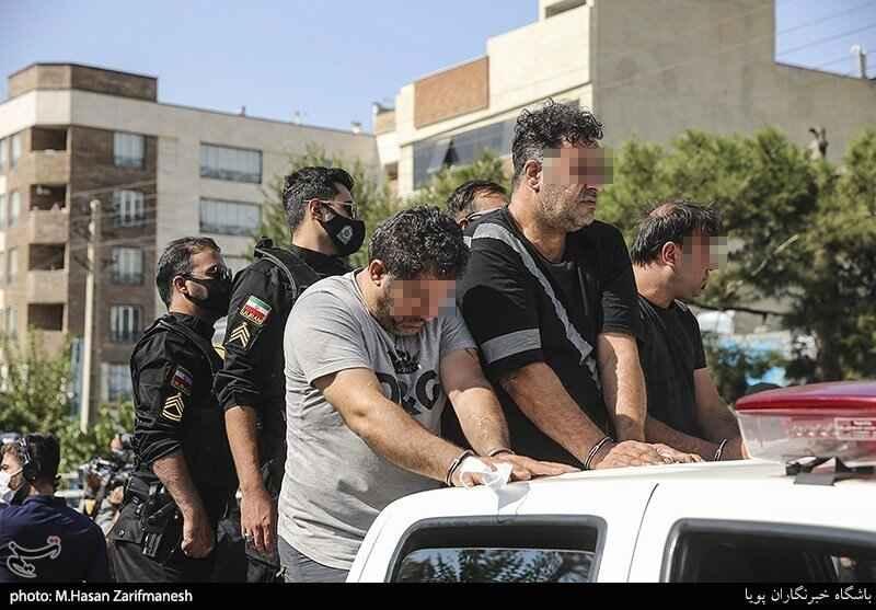 گرداندن گنده لات های محله تهرانپارس در بین مردم