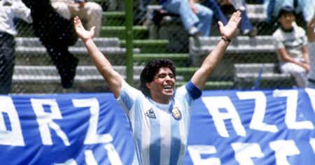 اسطوره فوتبال جهان و آرژانتین مارادونا
