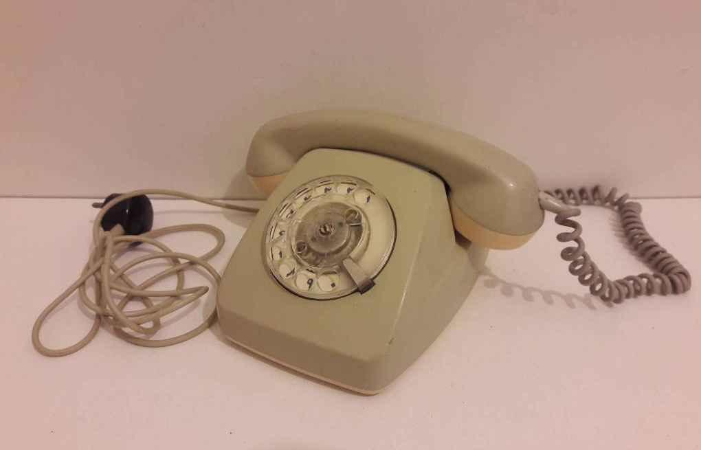 تلفن قدیمی تلفن ثابت عکس تلفن قدیمی و ساده