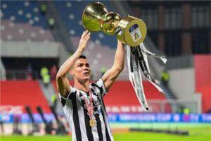 قهرمانی یوونتوس در جام حذفی ژست جالب رونالدو پس از قهرمانی در جام حذفی ایتالیا