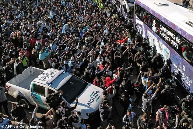 استقبال پر شور آرژانتینی ها از تیم ملی کشورمان پس از قهرمانی در کوپا آمریکا